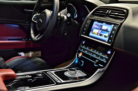 Jaguar XES - interiors - notice the 8-speed Automatic transmission on XE S