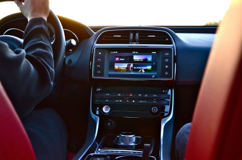 Jaguar XE S infotainment with Meridian Digital Sound System(380w)