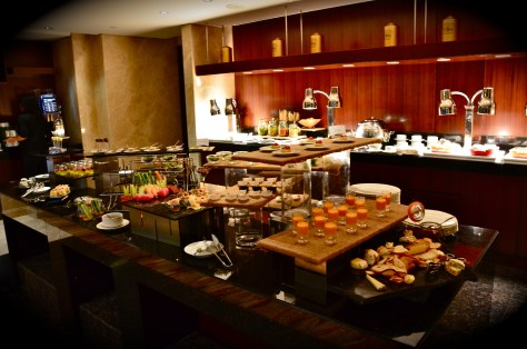 Executive Lounge - Pre-dinner drinks and canapes - 18:00 to 20:00 hours
