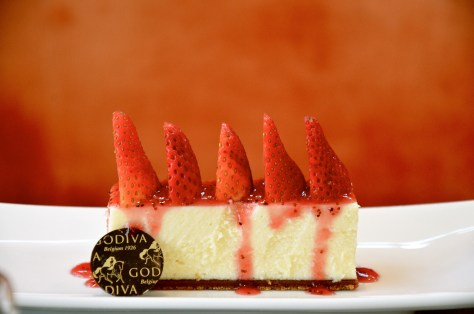 White Chocolate Strawberry Cheesecake on Speculoos Crust - AED 48