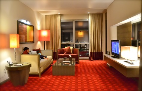 Living area of the 72 sqm CLUB ROTANA SUITE
