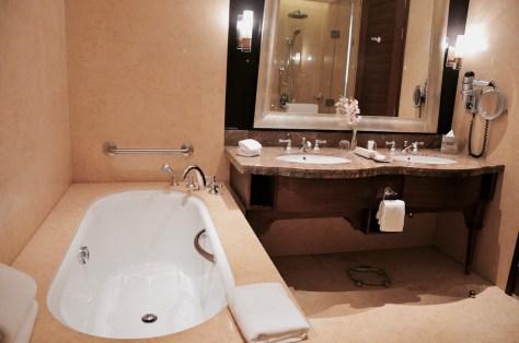 Fully equipped en-suite bathroom of Club Junior Suite, Dusit Thani Abu Dhabi