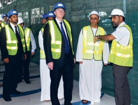 Mattar Al Tayer (third from left) briefs Britain's Business Secretary Peter Mandelson (second from left) about the Metro project.