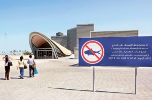 *  Image Credit: Zarina Fernandes/XPRESS     * Although Metro stations like Palm Deira have put up signboards about the fish ban, passengers continue to flout the rules, risking fines of Dh110-Dh210.