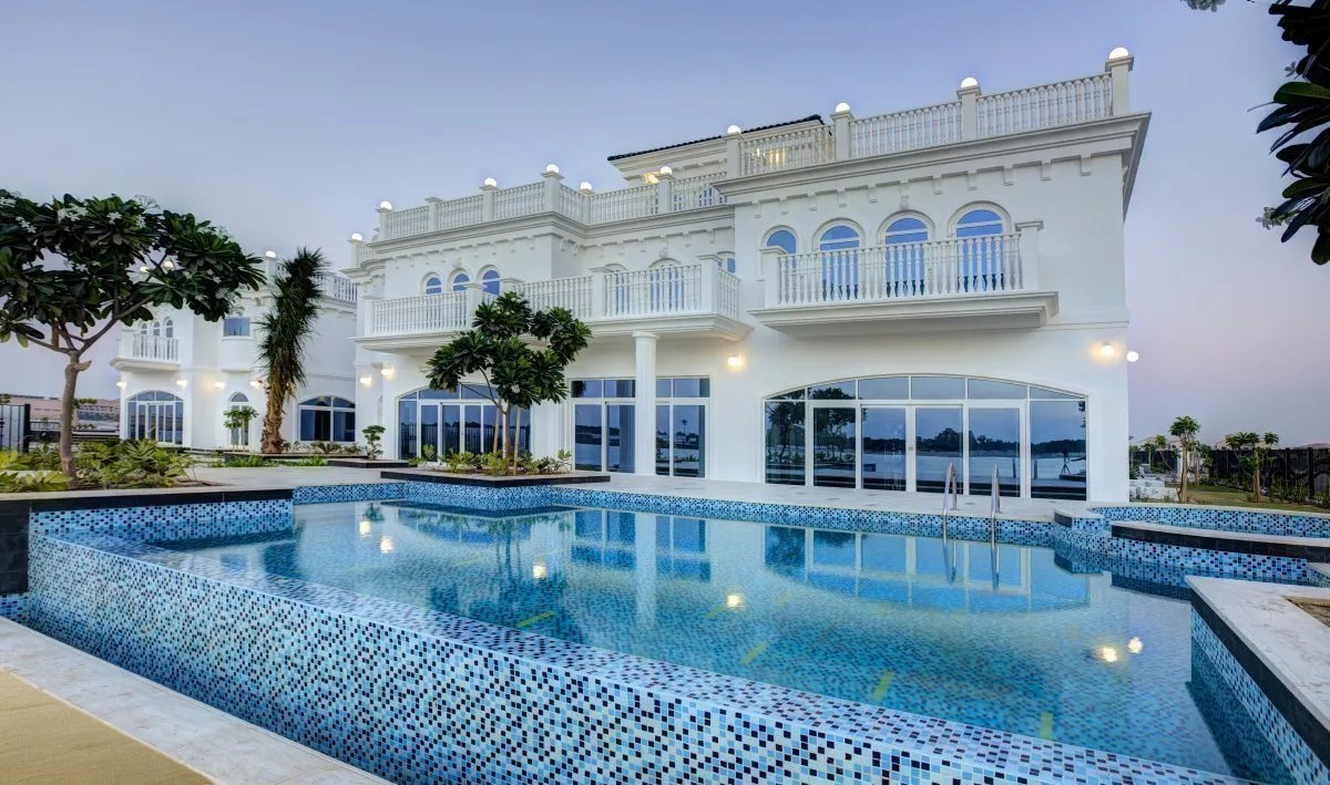 Four Pearls Tip Compound on Dubai Palm Island