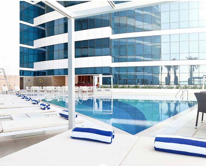 Novotel, al Barsha Dubai, úszómedence