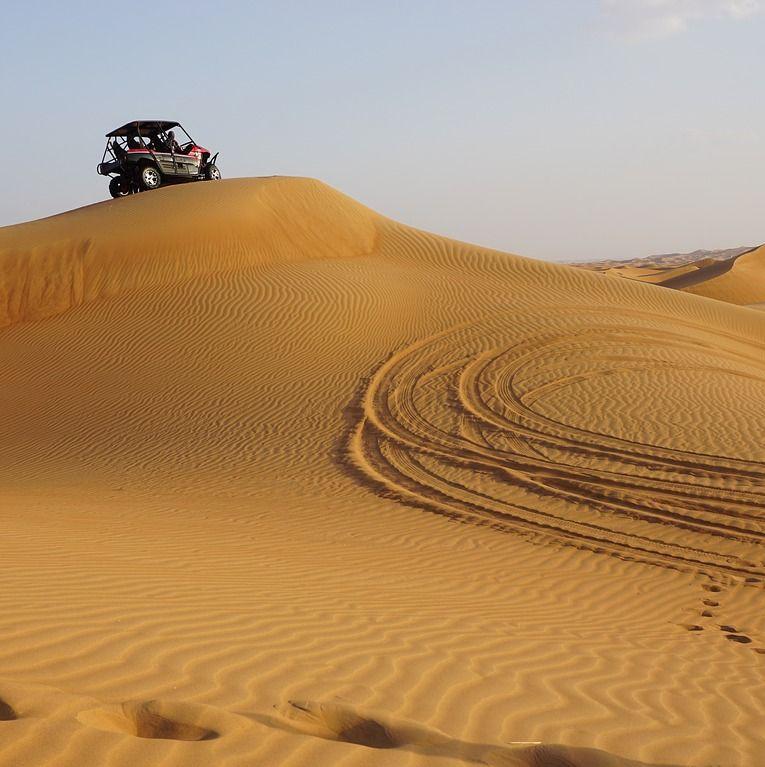 Buggyval a sivatagban Dubai mellett