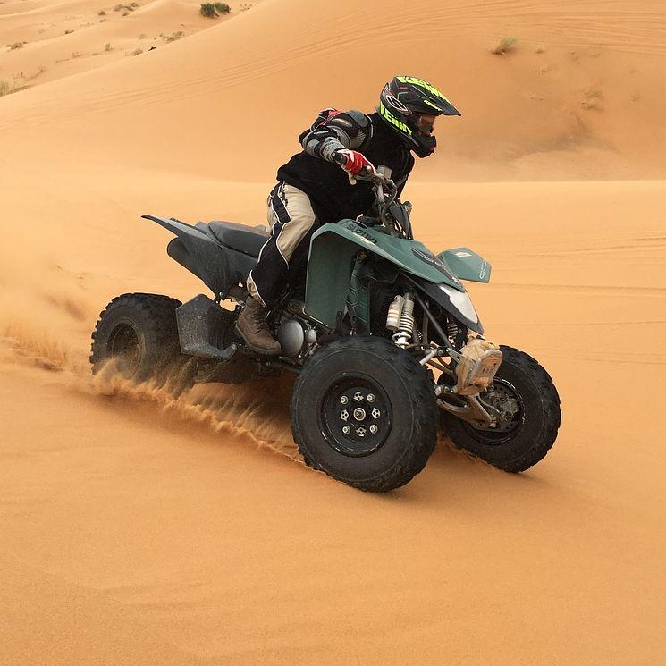 Quaddal a sivatagban Dubai mellett program