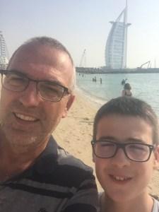 Budai Marci és Feri 2019 június - selfie és a Burj al Arab a beachről