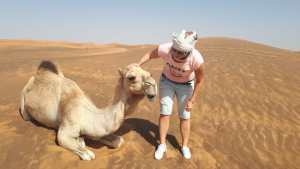 Ványi Móni a Dubaiprogramok idegenvezetője a sivatagban