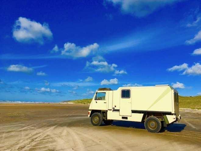 Mit dem eigenen Fahrzeug auf den Strand fahren. Das gibt es nur in Dänemark.