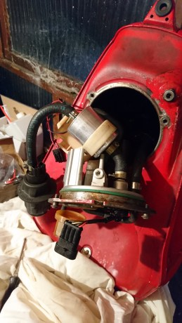 The fuel filter in view