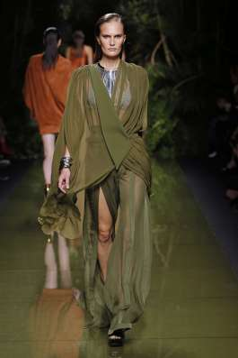 balmain-fashion-week-spring-summer-2017-paris-womenswear-006