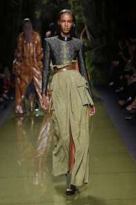 balmain-fashion-week-spring-summer-2017-paris-womenswear-010