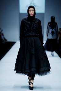 ayu-dyah-andari-spring-summer-2017-jakarta-womenswear-catwalks-003