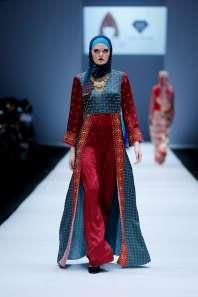 lusense-kd-and-hans-virgoro-spring-summer-2017-jakarta-womenswear-catwalks-016