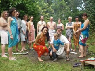 Spotkanie wokół Ogniska, jeszcze przed sauną. Uczestnicząc w ceremonii sauny doświadczamy przemiany nie tylko osobistej, ale również dla wszystkich naszych związków, dla wszystkich naszych relacji. Wygrzewaliśmy się również i dla ciebie :)