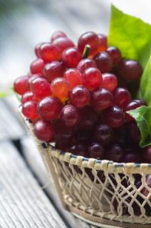 Centerpiece of fruit #grapes #baskets #centerpieces #organizing Ducks 'n a Row
