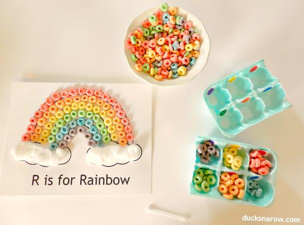 R is for Rainbow craft for preschool #preschool #kidscrafts #Fruitloops Ducks 'n a Row