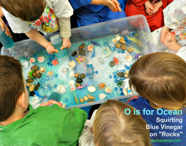 sea life, baking soda and vinegar, under water, water play