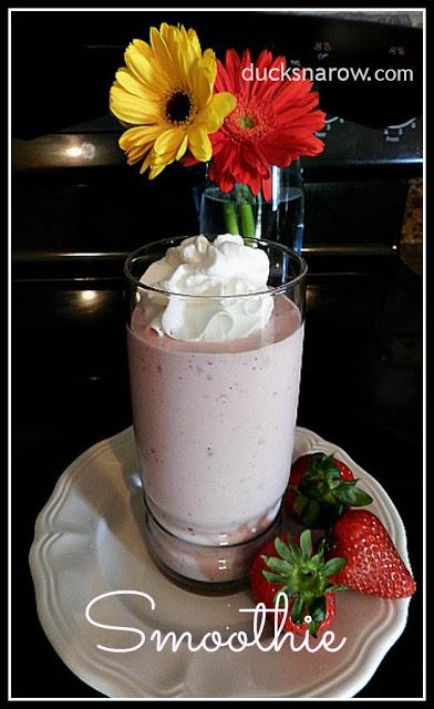 smoothies, healthy eatin, frozen strawberries, frozen bananas, protein shake
