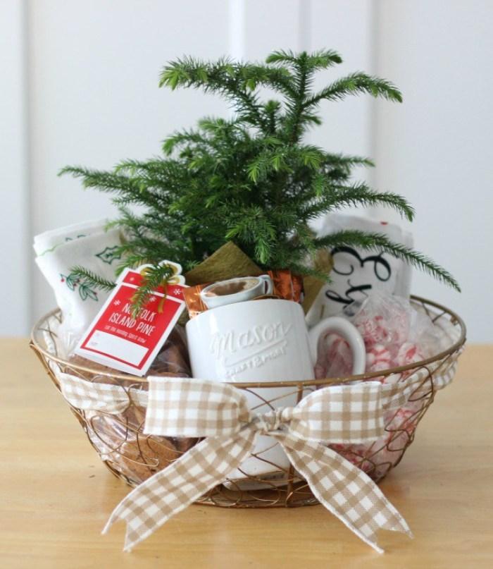 Homemade holiday hostess gift basket by Gluesticks blog #crafts