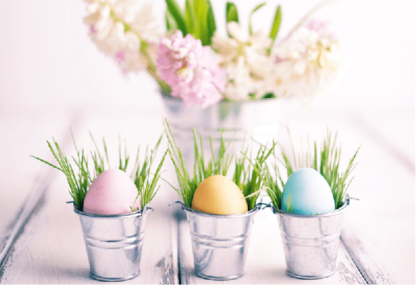 Adorable little pails with Easter eggs #homedecor