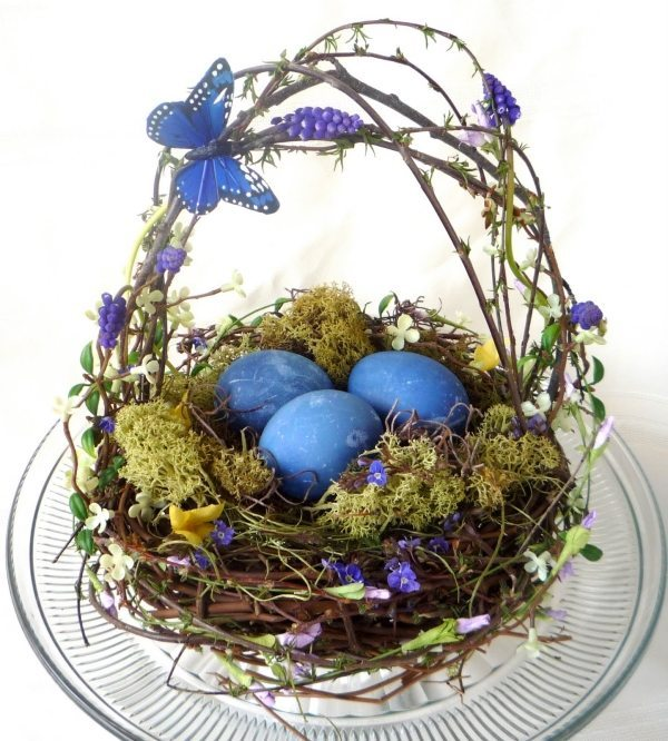 Blue centerpiece with eggs and birds nest