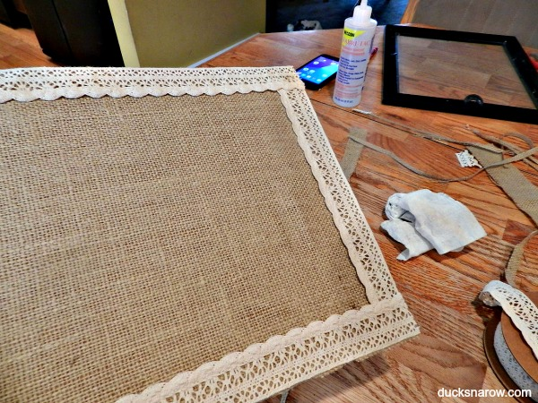 How to make a burlap and lace tray from a picture frame #crafts