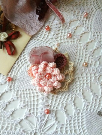 Pretty mini doily brooch from The Little Treasures #crafts