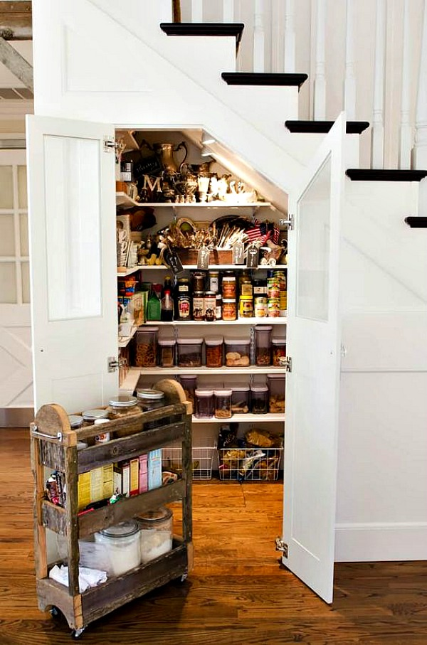 Wouldn't you love to have this closet, turned into a pantry? #organizing #homedecor