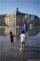 BLOG-DSC_17216-bulles et enfants miroir d'eau Bordeaux