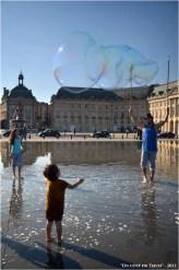 BLOG-DSC_17218-bulles et enfants miroir d'eau Bordeaux