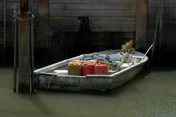 CP-DSC_7898-barque & bidons