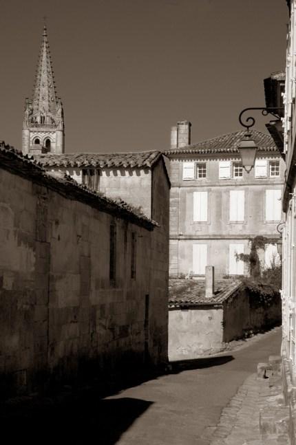 CP-DSC_9387-ruelle & clocher sépia
