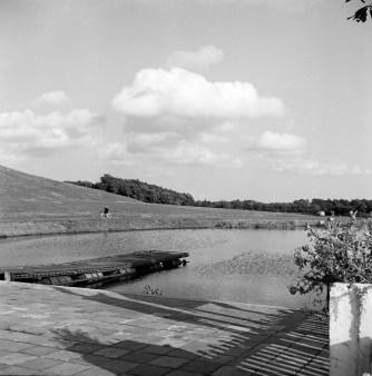 Anna's Hoeve, vijver en berg. Foto: arcgief www.gooienvechthistorisch.nl