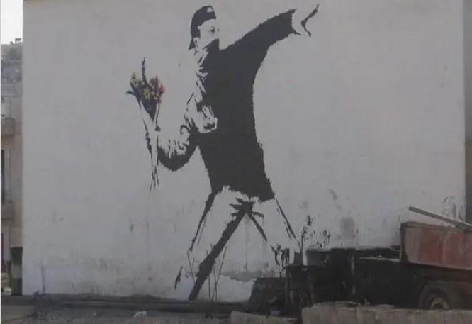 "Graffito di Banksy dal titolo ""Flower Thrower"", East Jerusalem"