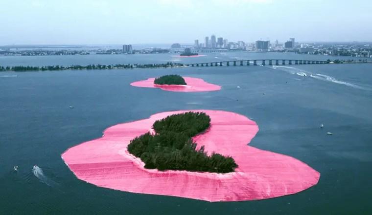 Christo e Jeanne-Claude, Isole impacchettate, 1983 (Greater Miami, Florida, Stati Uniti)
