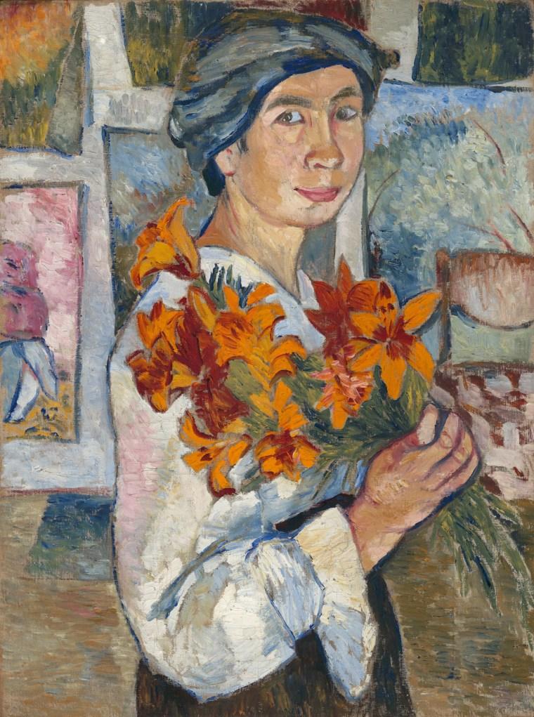 Autoritratto dell'artista russa Natalia Goncharova con in mano un mazzo di fiori