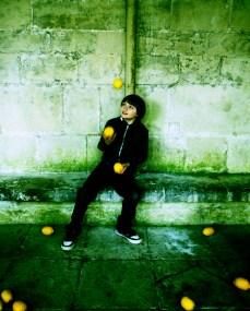 Dexter juggling Catalan lemons in Salisbury Cathedral