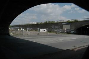 An der Rampe zum Alten Güterbahnhof in Duisburg (Zugang zum Loveparade-Gelände 2010)