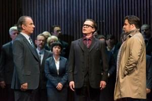 Von links: Stefan Heidemann (Friedrich von Telramund), Dmitri Vargin (Der Heerrufer), Corby Welch (Lohengrin), Chor der Deutschen Oper am Rhein Foto: Matthias Jung