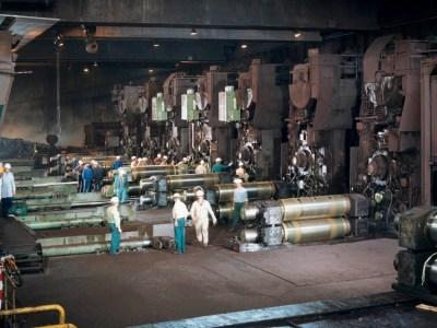 Die Produktion im Warmbandwerk 2 in den Sechziger Jahren. Foto: ThyssenKrupp Konzernarchiv.