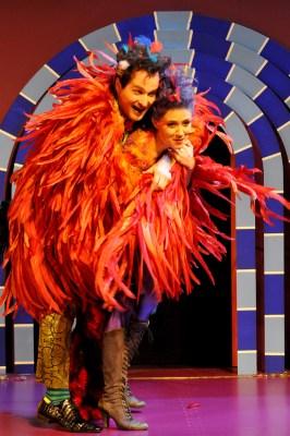 Richard Sveda (Papageno) und Alma Sadé (Papagena). Foto: Frank Heller.