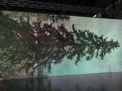 """Finanziell unterstützt wird diese die Präsentation der """"Horizontale"""" von der Sparkasse Duisburg und von der Sparkassen-Kulturstiftung Rheinland. Foto: Petra Grünendahl."""
