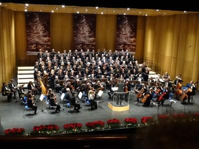 Polizeichor Duisburg, der Frauenchor der Polizei Duisburg und das Orchester Oberhausen beim Weihnachtskonzert 2014 im TaM. Foto: Petra Grünendahl.