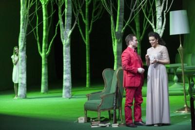 Vorne: Andrej Dunaev (Werther), Sarah Ferede (Charlotte). Hinten: Elena Sancho Pereg (Sophie). FOTO: Matthias Junh.