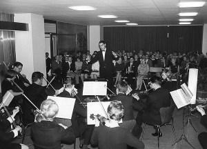 Als Collegium musicium konzertiert das Orchester Mitte 1960er Jahre im Foyer der Essener Strahlenklinik. Foto: UDE.