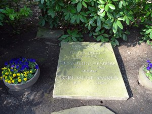 Die Grabstätte von Karl Jarres, seiner Frau, Tochter und Schwiegersohn. Foto: Petra Grünendahl, März 2015.