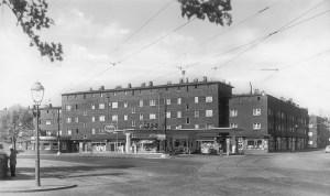 Düsseldorfer Chaussee / Edek Kulturstraße: Hitzblecksiedlung mit einer Esso--Tankstelle in den 1950-er Jahren.